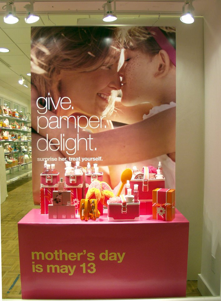 marketing for bath and body works Limited brands' (nyse:ltd) personal care product line bath &amp body works enjoys good brand recognition in the us the retailer operates these stores only in north america, but its direct-to-consumer business covers a.